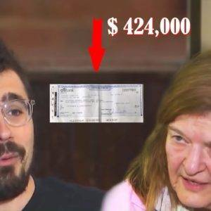 The woman scolded the waiter and did not give him a tip, and he saved her by returning her $ 424,000